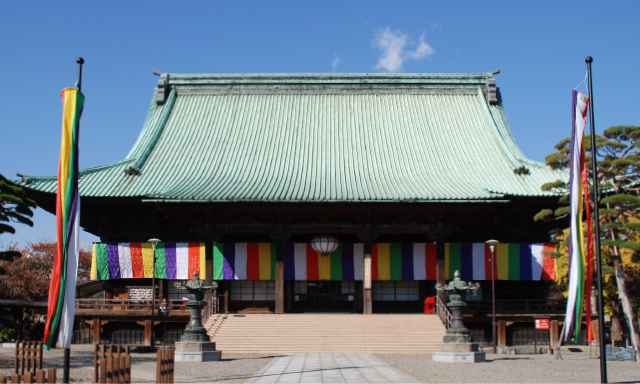 The main temple which traces the traditional grandeur of the Edo period into present times.